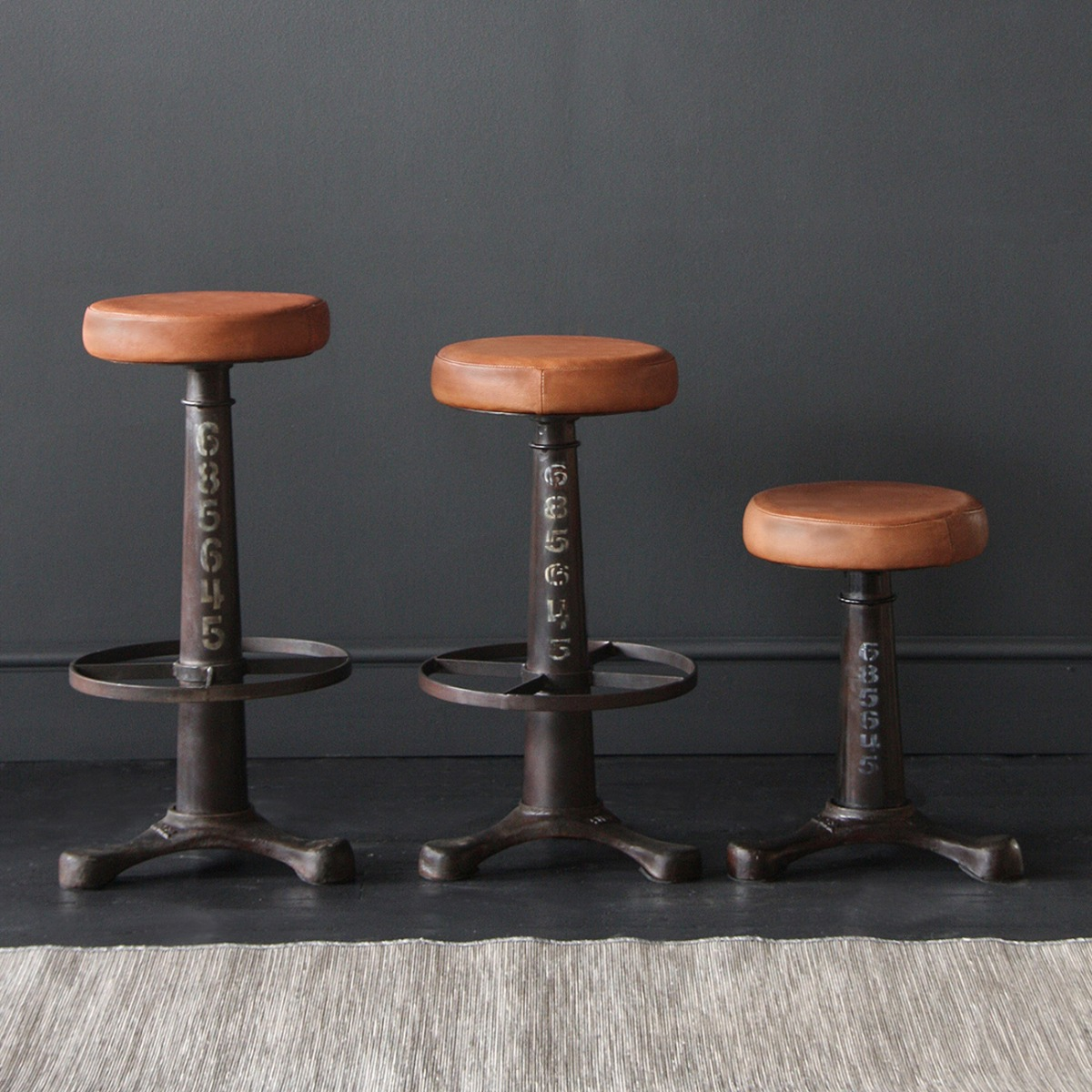 Small, medium or large? Our Singer Bar Stools are always on hand, whatever the size
