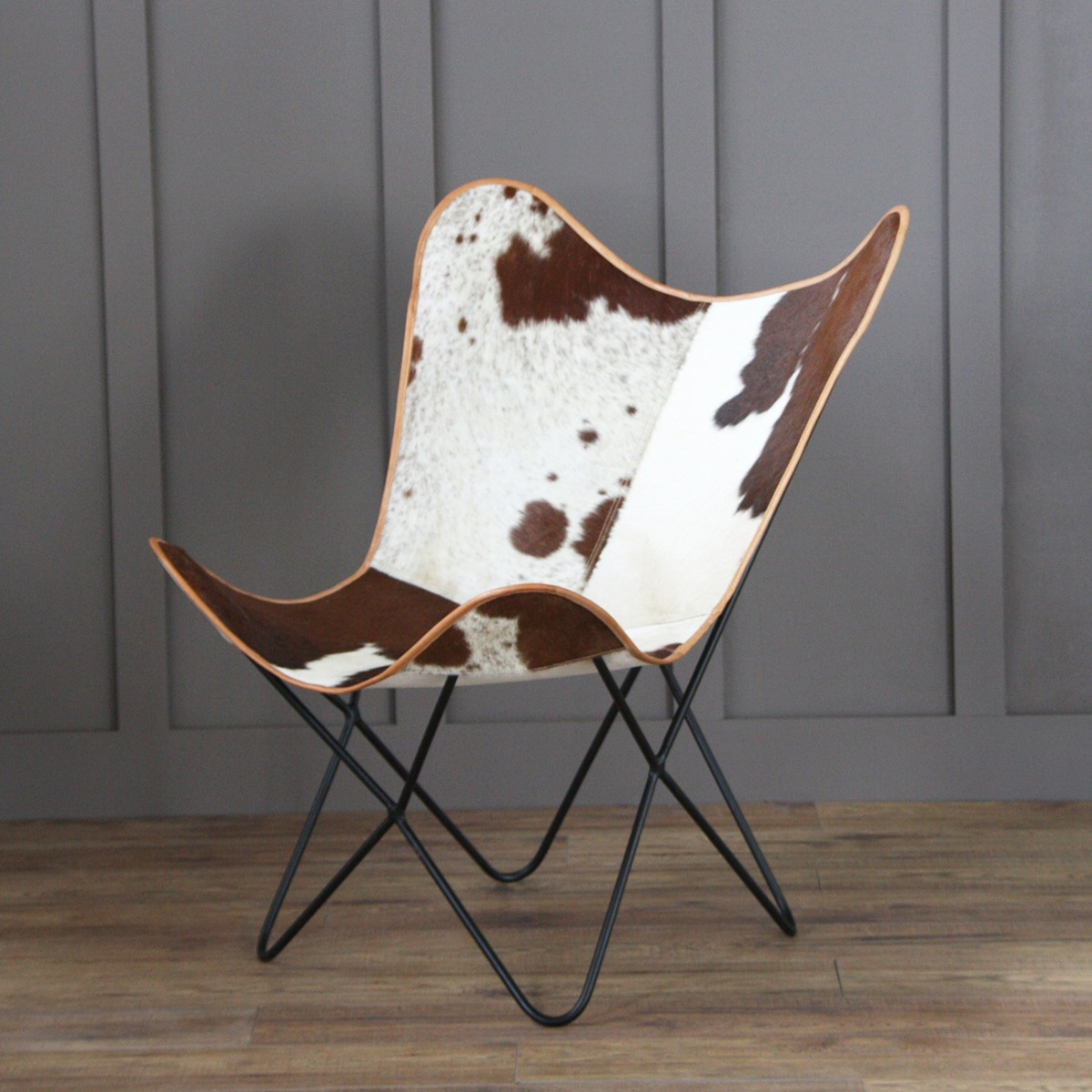 The epitome of comfort! Our Butterfly Chair comes in twelve gorgeous different finishes.