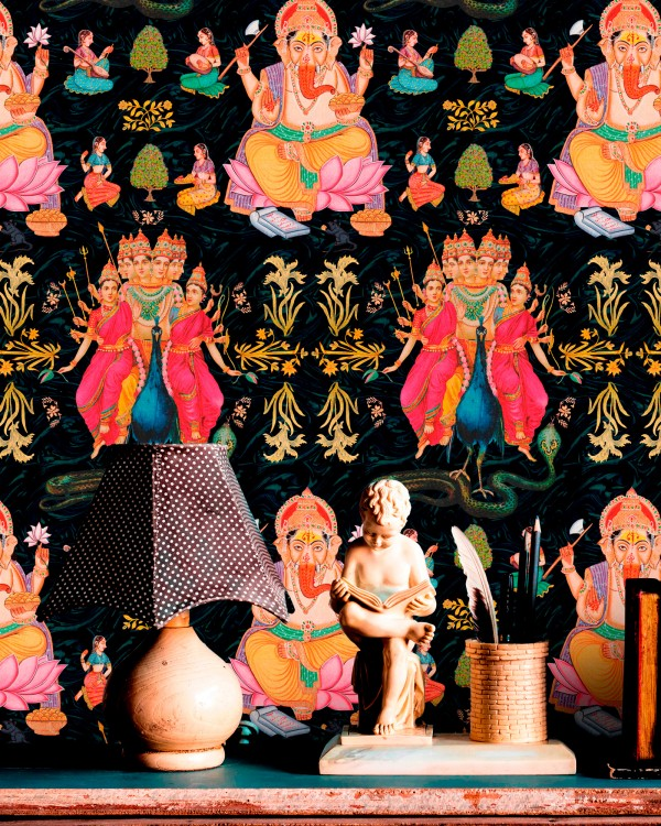 Colours galore! Our Goddess Wallpaper is bursting with style!